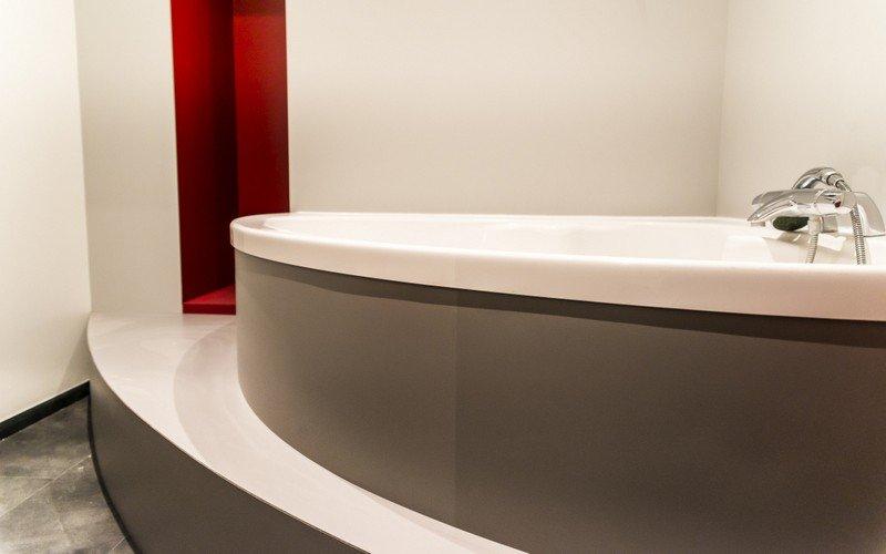 mise en sc ne d 39 une baignoire agencement la h nonnaise. Black Bedroom Furniture Sets. Home Design Ideas